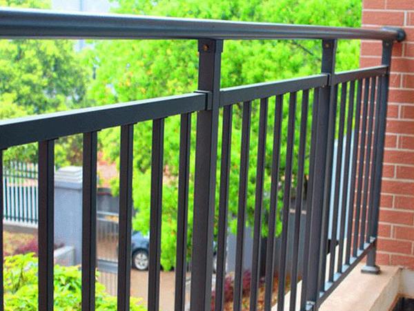 阳台护栏什么材料做的最好看?