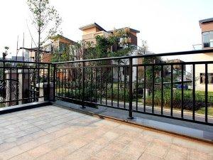 阳台护栏什么材质做的最耐用?