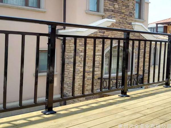 阳台护栏有什么作用?