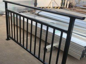 阳台护栏使用寿命