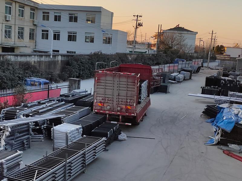 金用护栏2021年1月8日锌钢阳台护栏发货!