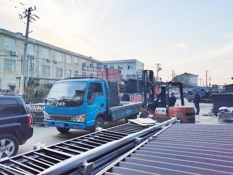 金用护栏2021年3月3日锌钢阳台护栏发货!