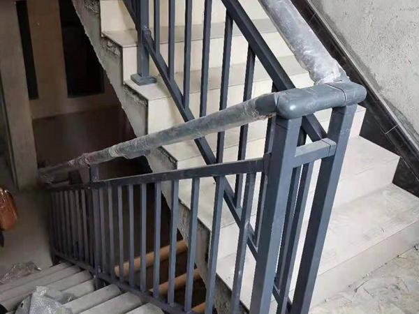 适合大批量采购的楼梯扶手类型有哪些?