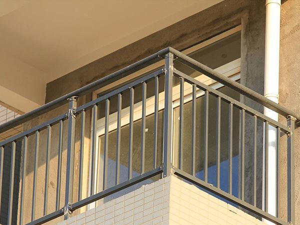 阳台栏杆哪种材料做的?