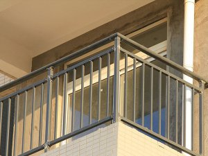 阳台栏杆哪种材料做的性价比高?