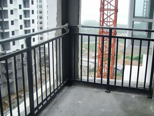 阳台栏杆怎么选择?