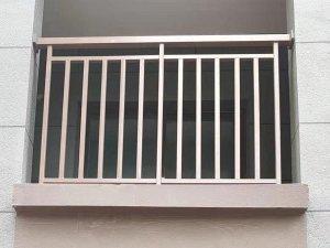 阳台栏杆用什么材料好?