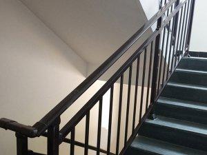 楼梯扶手用哪种材质性价比高?
