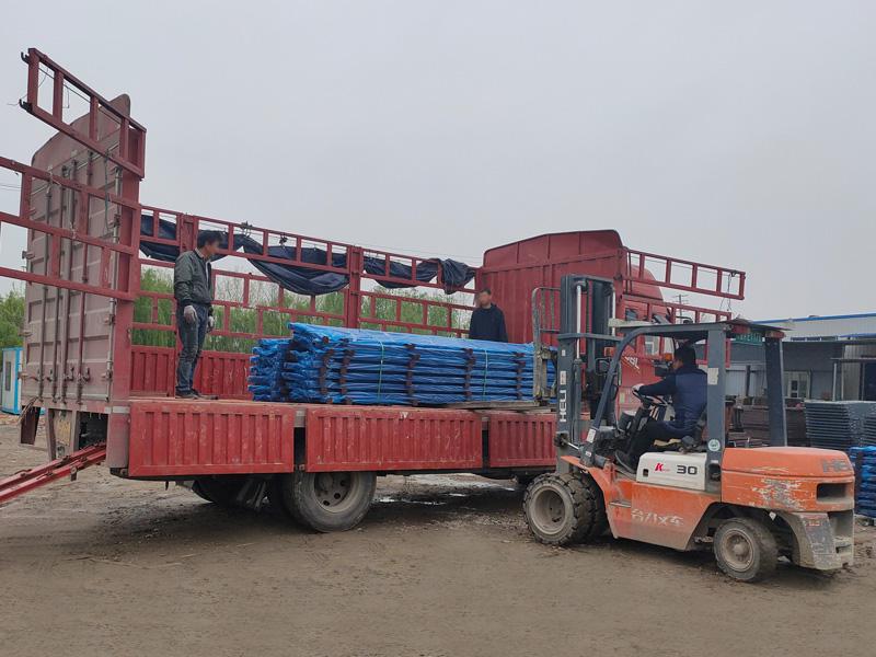 金用护栏2021年3月31日锌钢连廊栏杆发货!