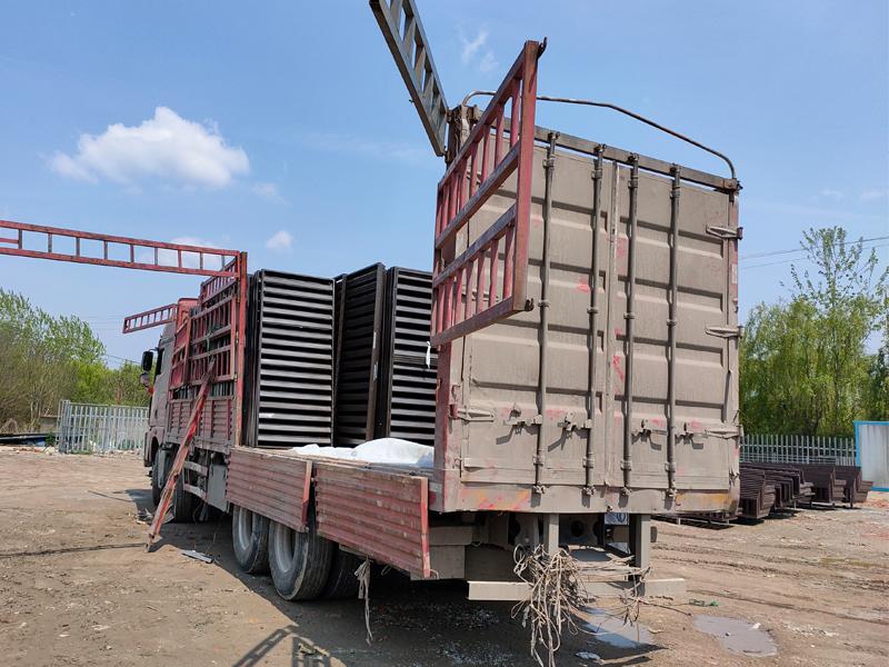 金用护栏2021年4月8日锌钢百叶窗发货!