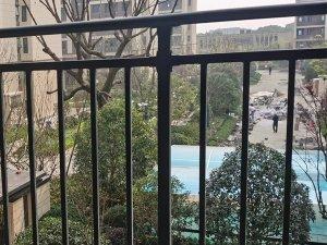 锌钢阳台护栏和铁艺阳台护栏谁更值得选择?
