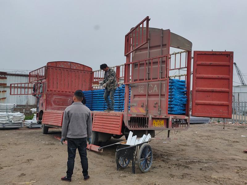 金用护栏2021年4月12日锌钢连廊栏杆发货!