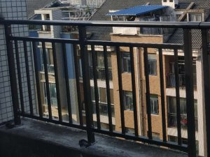 什么材料做的阳台护栏工程上最常用?