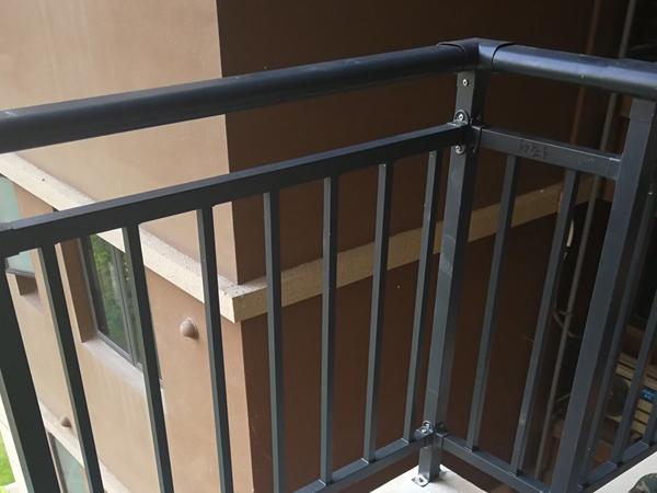 锌钢阳台护栏什么价格?