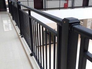 快速辨别锌钢护栏质量好坏的两个方法