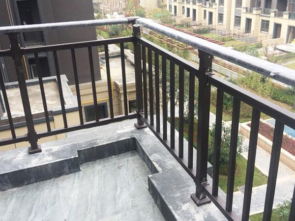 锌钢阳台护栏质量检查辨别方法