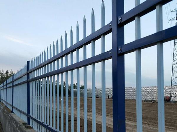 三种不同材质的围墙护栏优点与缺点