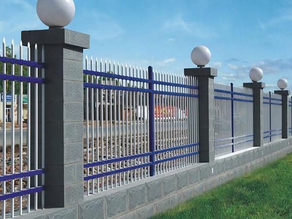 影响围墙护栏使用寿命的三大因素