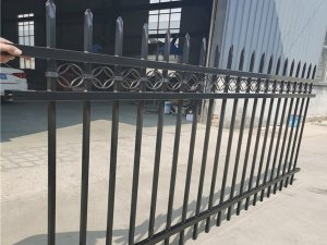 围墙护栏什么材质的最适合批量采购?