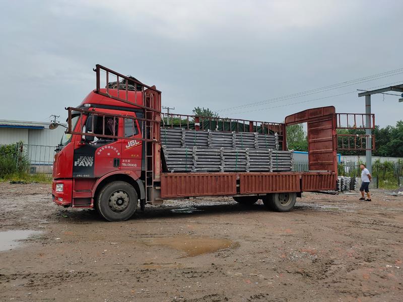 金用护栏2021年8月12日锌钢阳台护栏发货!
